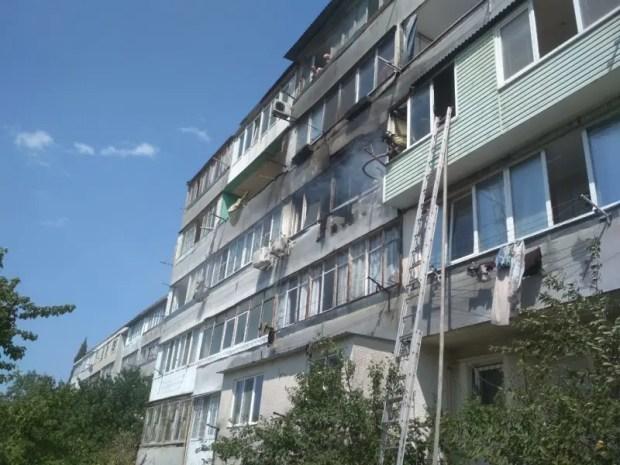 На пожаре в Севастополе пришлось эвакуировать три десятка человек. Есть пострадавший