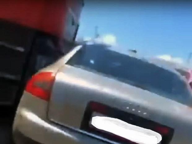 Очередное ДТП на Крымском мосту: «Audi» попала под фуру