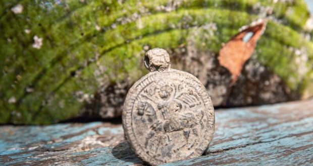 В Крыму археологи обнаружили редкий византийский медальон