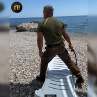 Для нас, людей, был черный ход, А ход парадный - для господ. Почему не на всех пляжах Крыма вам рады