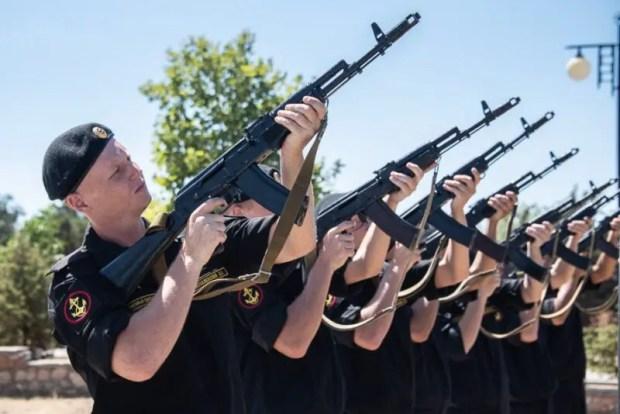В севастопольском Парке Победы установили памятник бойцу шестой роты