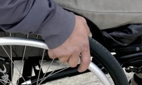 Прокуратура проводит проверку по сообщениям о нарушении прав инвалида-колясочника в городе Саки