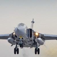Военный самолет пролетел над головами пляжников в Крыму