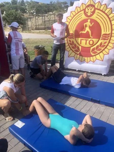 Спортивный праздник в Севастополе: 400 детей, полиция и чиновники