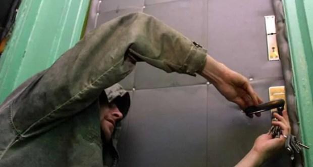 В Феодосии сотрудники полиции раскрыли серию краж из квартир