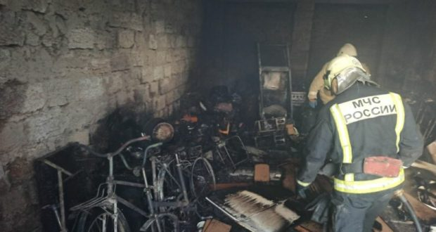 «Гаражный» пожар в курортном поселке Новофедоровка