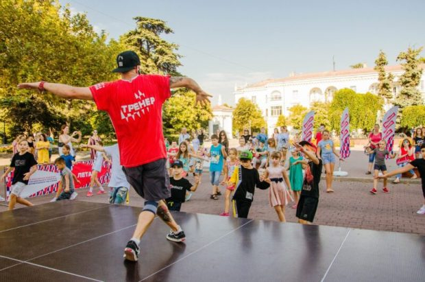 В Севастополе на этой неделе - заключительные «Уроки в парках» для желающих научиться танцевать