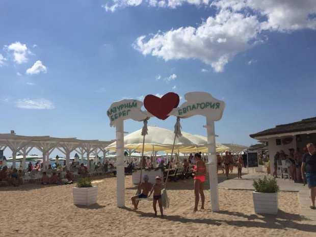 А ведь сезон еще не закончился! Пляжи Евпатории открыты и к ним у проверяющих претензий нет