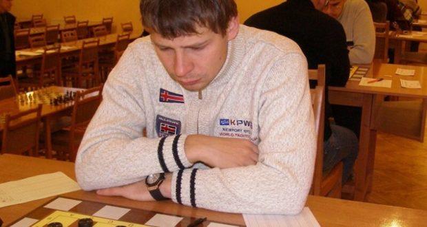 Сергей Белошеев из Евпатории выиграл быструю программу чемпионата России по стоклеточным шашкам