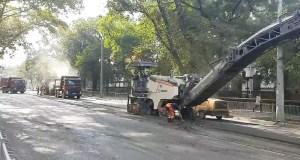 В центре Симферополя «устраняют дефекты» дорожного ремонта
