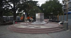 В Симферополе устанавливают памятник Амет-Хану Султану