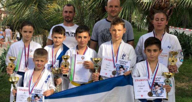 Золото, серебро и много бронзы - у крымских каратистов семь медалей первенства России