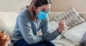 При повышении температуры и других симптомах COVID-19 крымчане должны немедленно вызывать врача