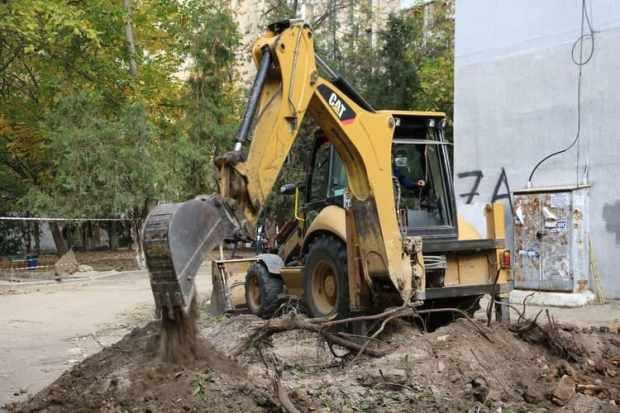 В Симферополе приводят в порядок придомовые территории. Какие дворы отремонтируют до конца года