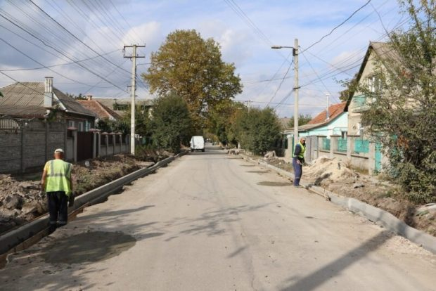 Из 37 дорог в Симферополе, где были запланированы ремонтные работы, отремонтировано 13