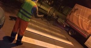 Тем временем, в Симферополе продолжается ямочный ремонт дорог. Рмонт пневмонабрызгом выполнен на площади в 280 метров квадратных на улицах Киевская, 60 лет Октября, Лермонтова и Парковая, - отметили в администрации крымской столицы.