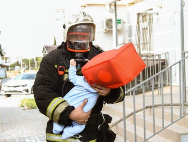 Пожар в Севастополе: едва не погиб мужчина, 14 человек эвакуированы