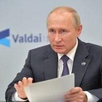 """Путин назвал бредом санкции против крымчан, которых Запад считает """"жертвами аннексии"""""""