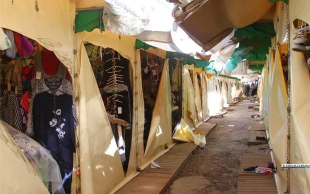 В Керчи молодые (но уже юные) хулиганы повредили торговые палатки на Центральном рынке