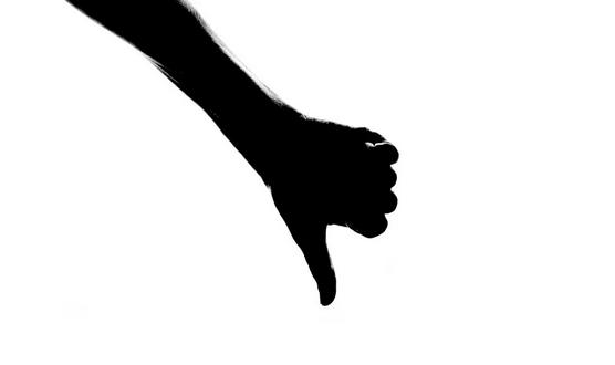 В п. Черноморское пьяный водитель-дебошир и его супруга избили полицейского