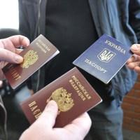 Украинские власти не признают российских паспортов крымчан, а заодно и документы, выданные на юге РФ