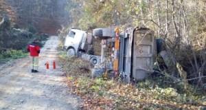 """ДТП на автодороге Судак – Грушевка: на бок """"лёг"""" грузовой автомобиль"""