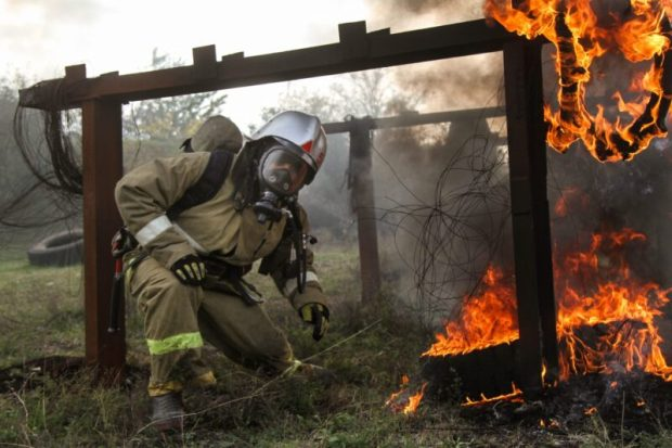Севастопольские пожарные прошли испытание огневой полосой