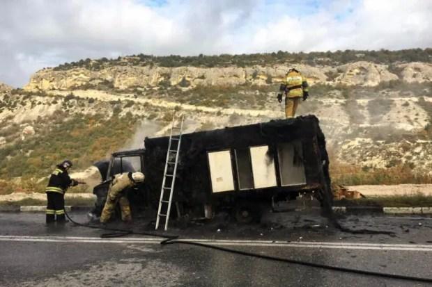 ЧП на Президентской трассе под Севастополем: вспыхнул автомобиль-рефрижератор
