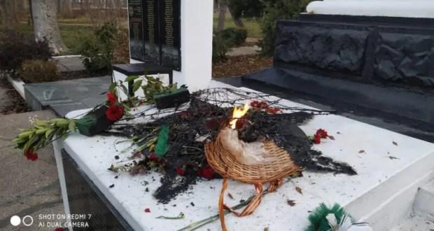 ЧП в Саках: неизвестные вандалы осквернили Вечный огонь