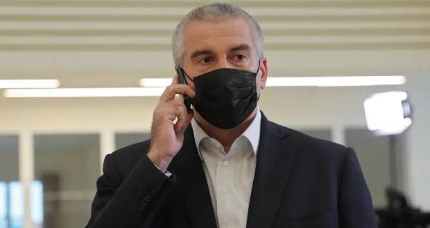 Глава Крыма пригрозил увольнением нерадивым чиновникам и признался, что ругается матом