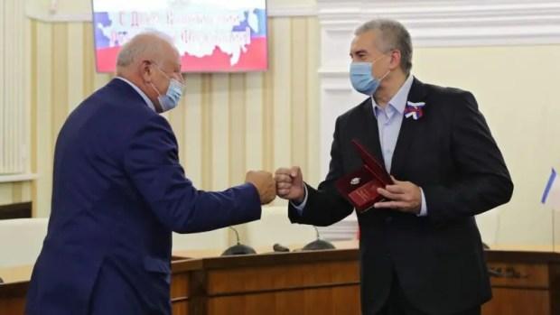 Сергей Аксёнов вручил награды крымчанам в преддверии Дня Конституции Российской Федерации