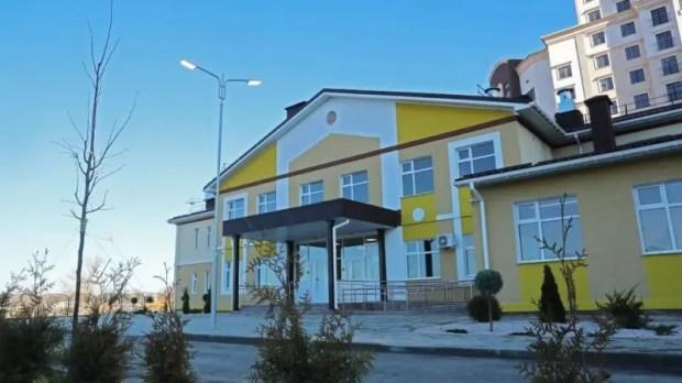 Сергей Аксёнов проверил, как завершается строительство детского сада в Мирном, под Симферополем