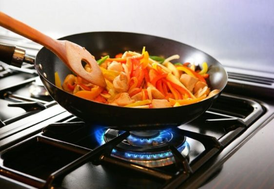 И сковорода, и кастрюля, и незаменимый помощник на кухне… Простые секреты сотейника