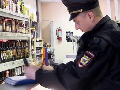 На столы жителей Крыма не попали десятки литров фальсифицированного алкоголя