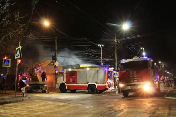 Ночной пожар в центре Симферополя: сгорел магазин
