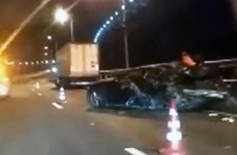 Вечернее ДТП на Крымском мосту: фура врезалась в дорогую иномарку