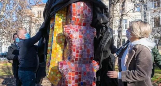 """В Севастополе - в Комсомольский парк им. Марии Байды - вернули скульптуру """"Спрут"""""""