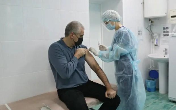 Сергей Аксёнов привился от коронавируса