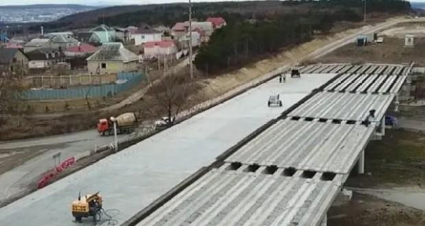На въезде в Симферополь со стороны Николаевки разбирают мост-путепровод