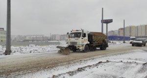 Севастопольские дорожники меряются силами со снегопадом
