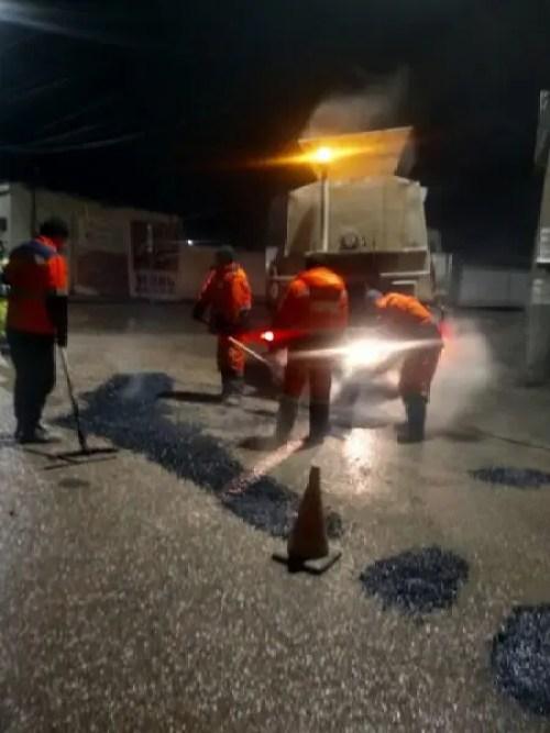 Зима зимой, а ямочный ремонт дорог в Симферополе ведут по расписанию