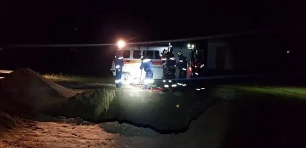 """Происшествие в районе остановки """"Капсель"""" - мужчина упал в траншею глубиной в 8 метров"""