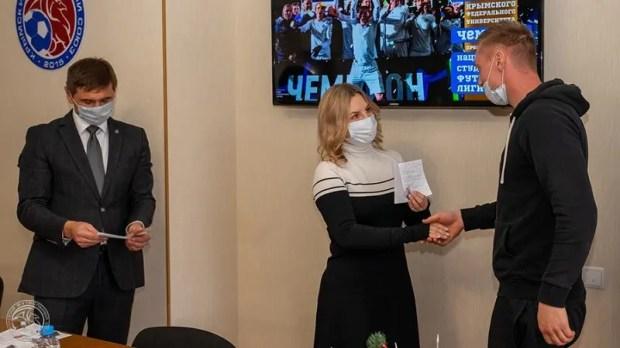 Футболисты Крымского федерального университета получили звания кандидатов в мастера спорта