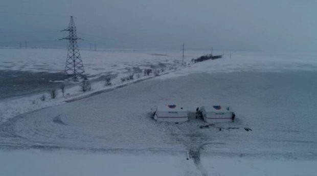 Трассу «Таврида» расчищают от снега и заторов застрявших машин