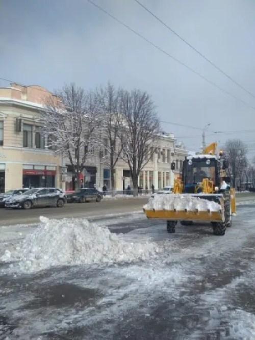 Такого снегопада давно не помнят здешние места… В Симферополе продолжается борьба с непогодой
