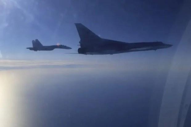 Два дальних бомбардировщика Ту-22М3 ВКС РФ выполнили полет над нейтральными водами Черного моря