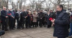 В Симферополе сегодня вспоминали события семилетней давности – митинг у крымского парламента