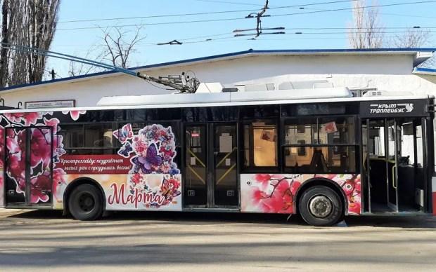В Крыму на маршруты вышли три праздничных «мартовских» троллейбуса
