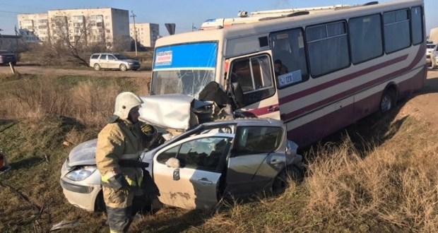 Очередное смертельное ДТП в Крыму: под Саками столкнулись КАМАЗ, автобус и легковое авто