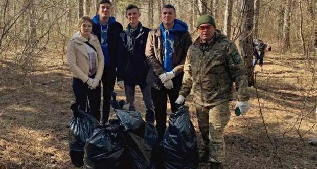 Лесники и экологи накануне 8 марта провели субботник в лесном массиве по улице Балаклавской в Симферополе
